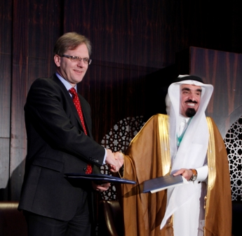 Vernon Soare, ICAEW's Executive Director exchanges official documents with Mohammed Salih Al-Obailan, the Chairman of GCCAAO, after the two Faculties signed an agreement to develop an Audit Quality Monitoring Programme for the GCC countries.